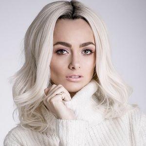 BELLAMI Other - Bellami Leyla Hair Wig 18' wavy Blonde  NEW